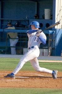 Bateador haciendo un swing