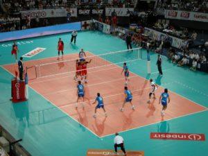 Partido de voleibol internacional masculino.